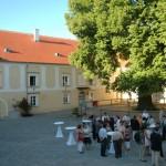 Lindenhof Innenhof Empfang